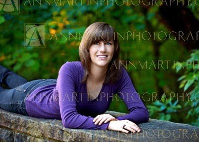Plano senior pictures of girl outdoors examples of casual senior photography poses