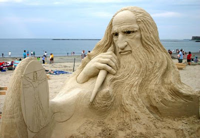beach pictures and sculpture da vinci snowrider guy