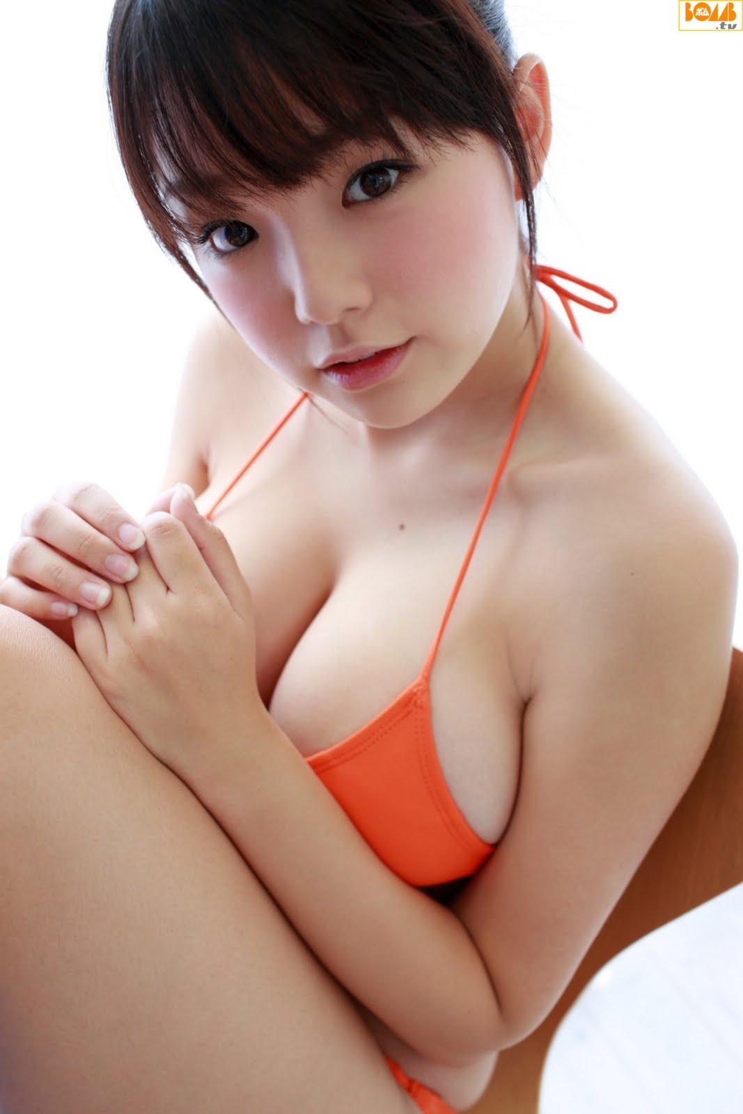 Gravure: Ai Shinozaki (篠崎愛)