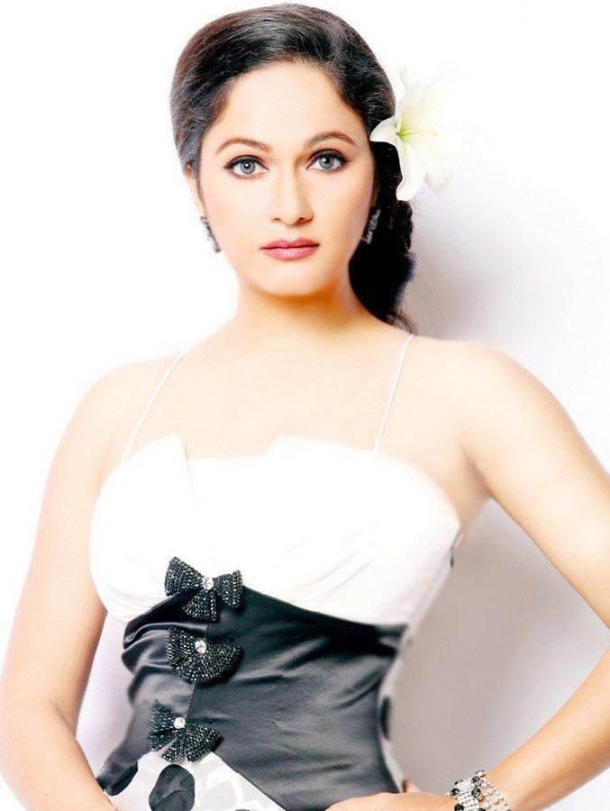 Gracy Singh - Gracy Singh Photoshoot Pics - Latest