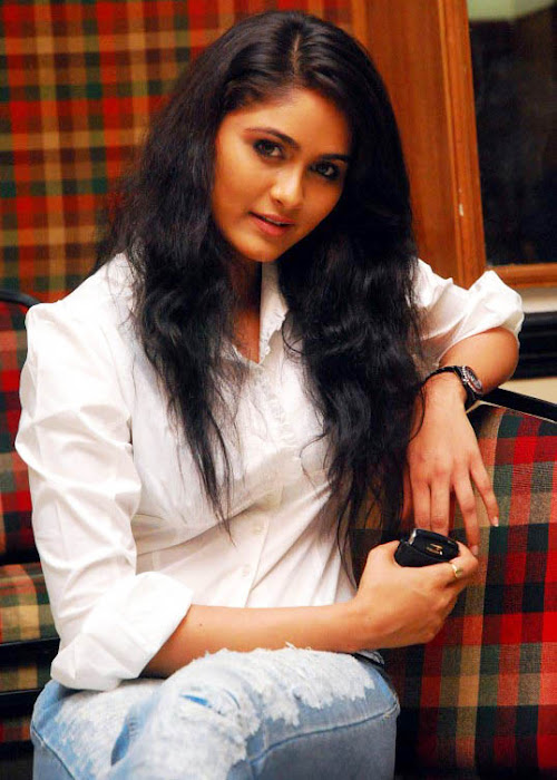 biyanka desai in tight jeanswhite shirt actress pics