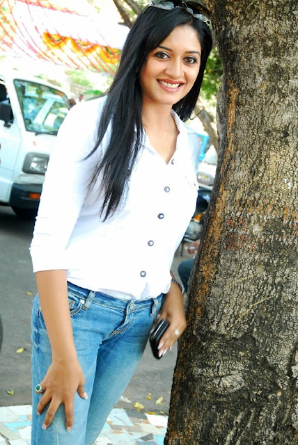 Vimala Raman hot photos in blue jean