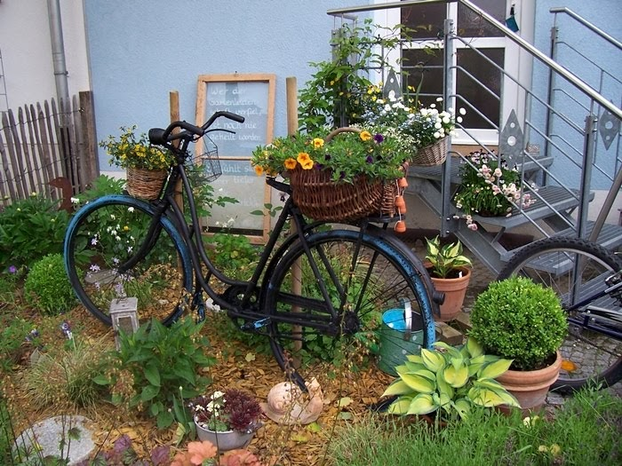 21581920180212 gartendeko altes fahrrad inspiration. Black Bedroom Furniture Sets. Home Design Ideas