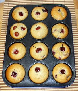 Mini muffins alle ciliegie e mandorle
