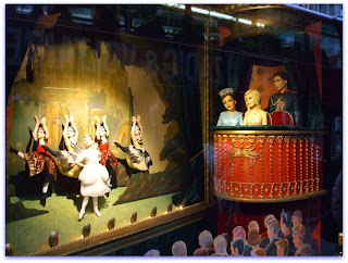Fortnum and Mason Xmas window display