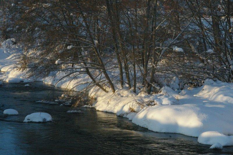 [Snow3+river+sunlight.jpg]