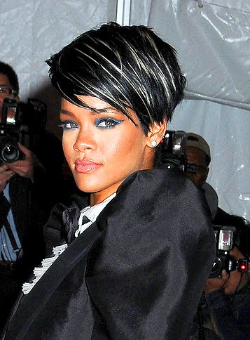 Rihanna Red Hair With Bangs. rihanna long red hair with