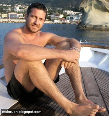 gerard+butler+shirtless+006.jpg