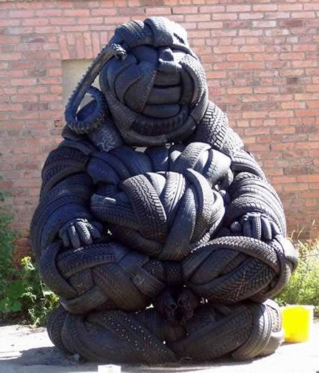 Patung dari bahan ban bekas - Kerajinan Tangan menarik yang dibuat dari bahan ban bekas - www.unik-qu.blogspot.com