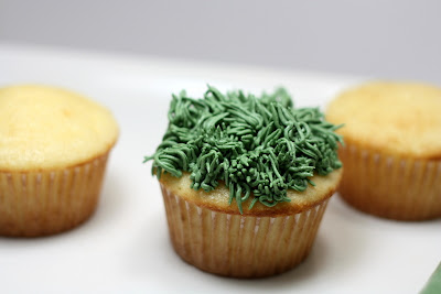 Guest Blogger Judy shares her recipe for Spring Flower Cupcakes | JavaCupcake.com