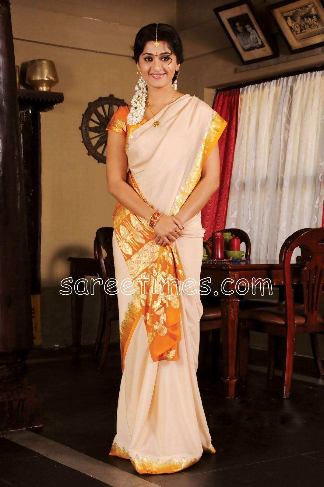 http://3.bp.blogspot.com/_58_qEOwiSDY/S-T11m42CgI/AAAAAAAACy4/9lcrayMyw9Y/s1600/Anushka-White-Saree.jpg