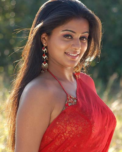 [Priyamani-Designer-Blouse-Red-Plain-Saree.jpg]