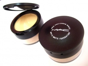 M.A.C LOOSE POWDER+2WAYCAKE COMPACT POWDER RM20