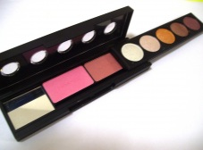 M.A.C fasion eyeshadow RM21(2 BLUSHER + 5EYESHADOW)