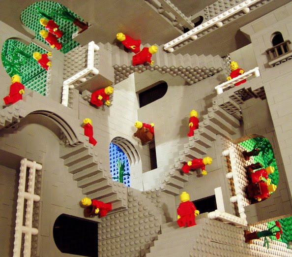 "Composizione Lego di A. Lipsom ispirata a ""Relativit"" di Escher"