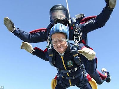 anciana paracaidista