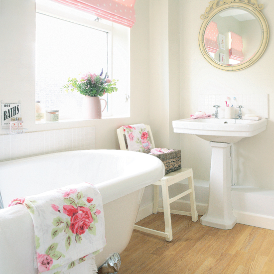 Beautiful bathrooms all things nice - Pink bathtub decorating ideas ...