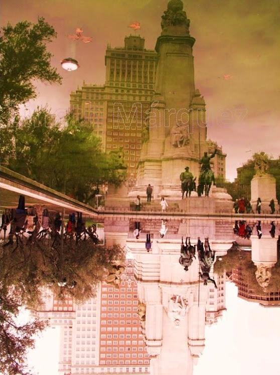 Reflejo de Monumento a Cervantes