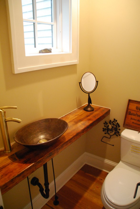 Inspiration half bathrooms dans le lakehouse for Really small bathroom
