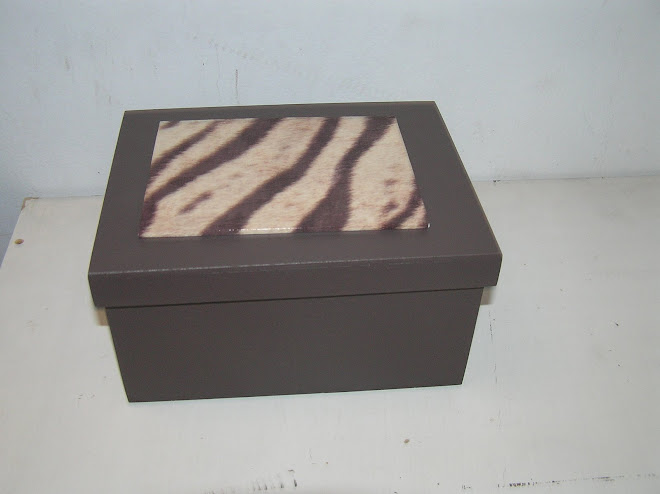 CAJA CHOCOLATE interiores y base en felpina