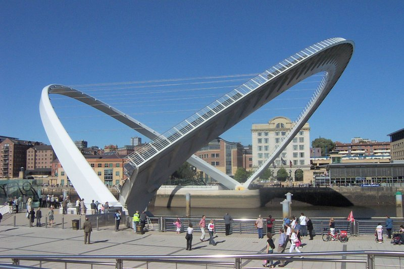 [800px-Gateshead_millenium_bridge_open.jpg]