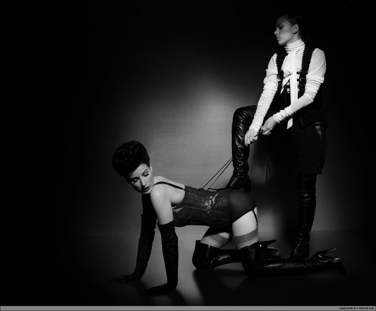 http://3.bp.blogspot.com/_5Kg95oSBwDE/TGBchzzBIHI/AAAAAAAAACM/wjM6mAJossA/s1600/dita+von+teese+scarlett+johansson+fetish+4.jpg