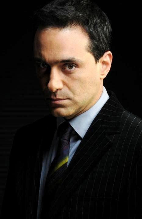 Además de trabajar en teatro, Omar Germenos es protagonista de varios capítulos de series como 'Ni una vez más', 'Lo que callamos las mujeres' y 'Vivir así' ... - OMAR%2BGERMENOS%2B1