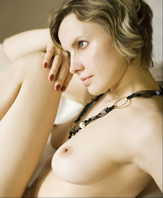 Cute and Nude Glamorous Photograph