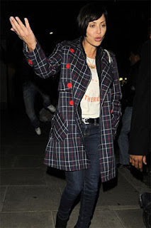 Natalie Imbruglia in a tartan trench coat - It's fashion, dahling!