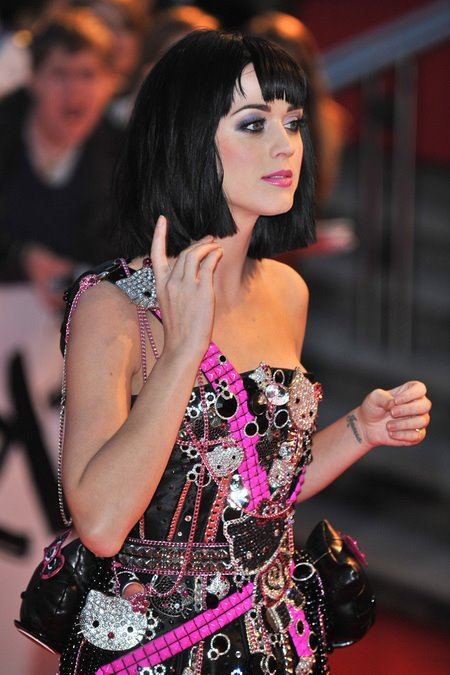 [gallery_main-0219_katy_perry_britawards_04.jpg]