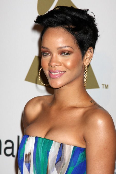 [post_image-0220_rihanna_photo_beating_01.jpg]