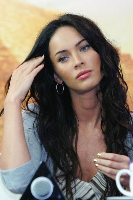 [gallery_main-0610_megan_fox_southkorea_05.jpg]