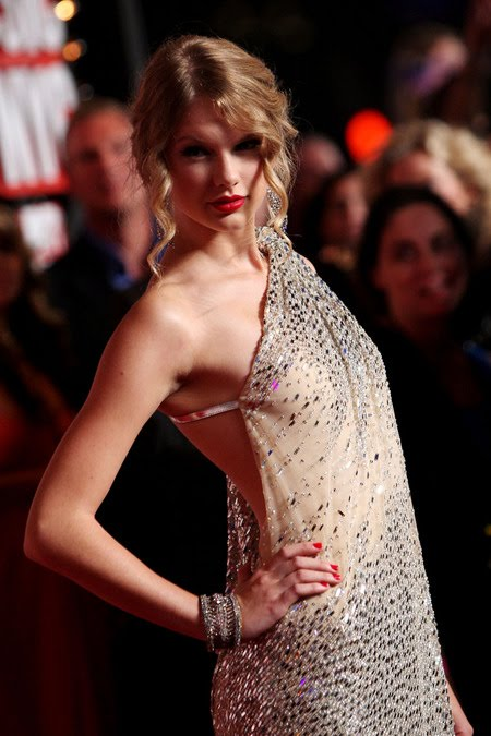 [gallery_main-0914_taylor_swift_vmas_07.jpg]