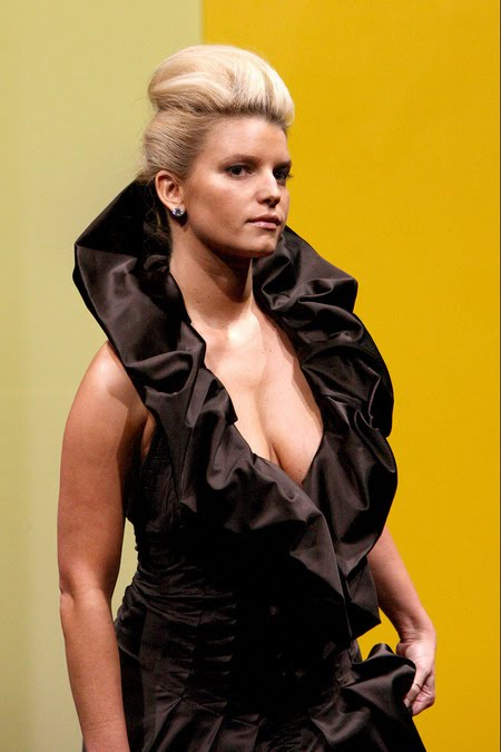 [gallery_main-0904_jessica_simpson_model_04.jpg]