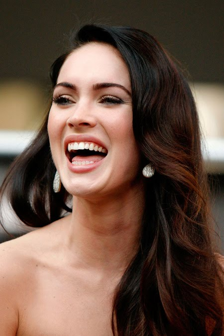 [gallery_main-0921_megan_fox_talking_03.jpg]