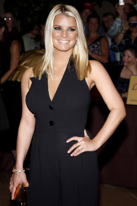 [gallery_main-1004_jessica_simpson_smile_01.jpg]