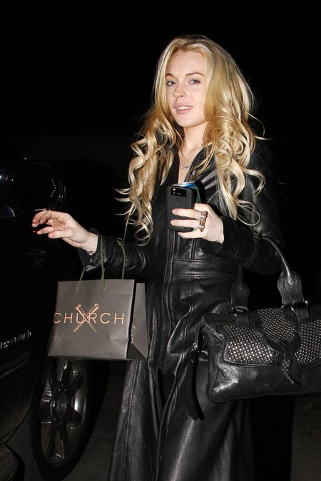 [gallery_main-1108_lindsay_lohan_shopping_00.jpg]