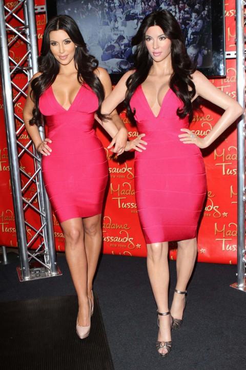 http://3.bp.blogspot.com/_5MwaaS2L6UA/TC28_P2mJ3I/AAAAAAAAOC8/Od2hTM5Wqgc/s1600/0701-kim-kardashian-wax-statue-07-480x720.jpg