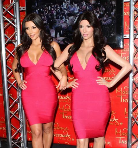 http://3.bp.blogspot.com/_5MwaaS2L6UA/TC29AQxVu-I/AAAAAAAAODA/scN5nkHjnxc/s1600/0701-kim-kardashian-wax-statue-11-480x516.jpg