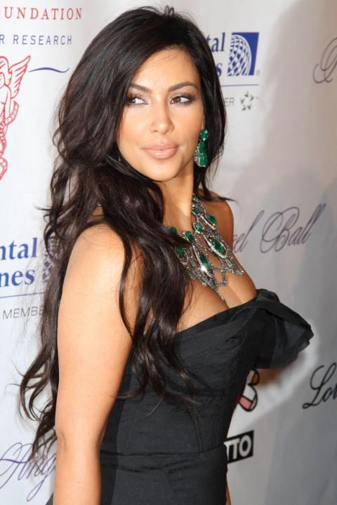 http://3.bp.blogspot.com/_5MwaaS2L6UA/TMKWWF-qmaI/AAAAAAAAOOY/rAAesLjDM_4/s1600/1022-kim-kardashian-kanye-west-00-480x720.jpg