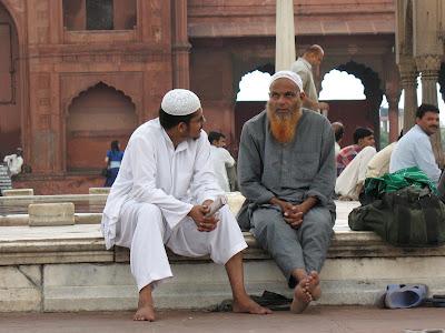 Barba roja y compañía, mezquita en Delhi