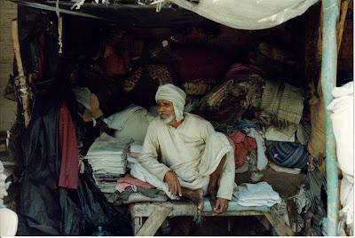 Vendedor de telas. Delhi, India