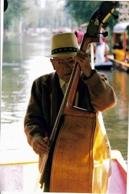 Músico de siempre. Xochimilco. México