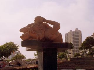 Escultura de Víctor Delfín, parque del amor