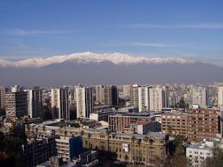 Vista de Santiago y sus nevados desde el Cerro Santa Lucía