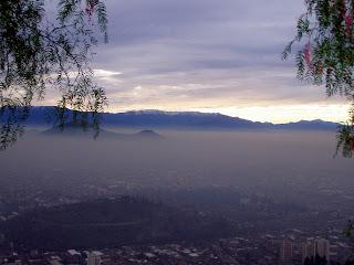 No es niebla, es la alarmante vista de la contaminación de Santiago desde el Cerro San Cristóbal