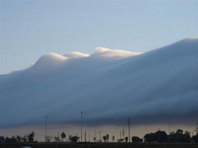 clouds1 空に架かる雲の帯、モーニンググローリー!