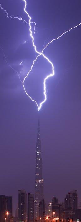 Rayo sobre Burj Khalifa