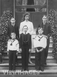 Princess Mary, with siblings, 1910
