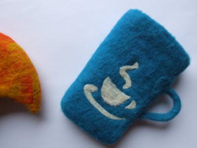 wet felted coin purse cup filcowana na mokro portmonetka lub etui na telefon